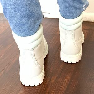 Timberland Shoes - Timberland white 6 inch collar boots size 8 NEW
